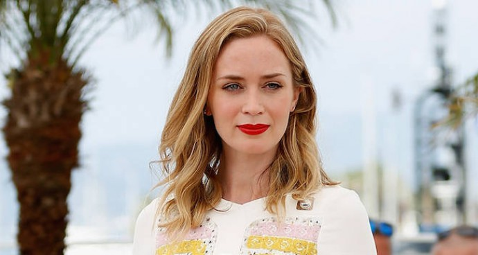 Emily Blunt Attends Cannes Photocall In Patterned White Dress