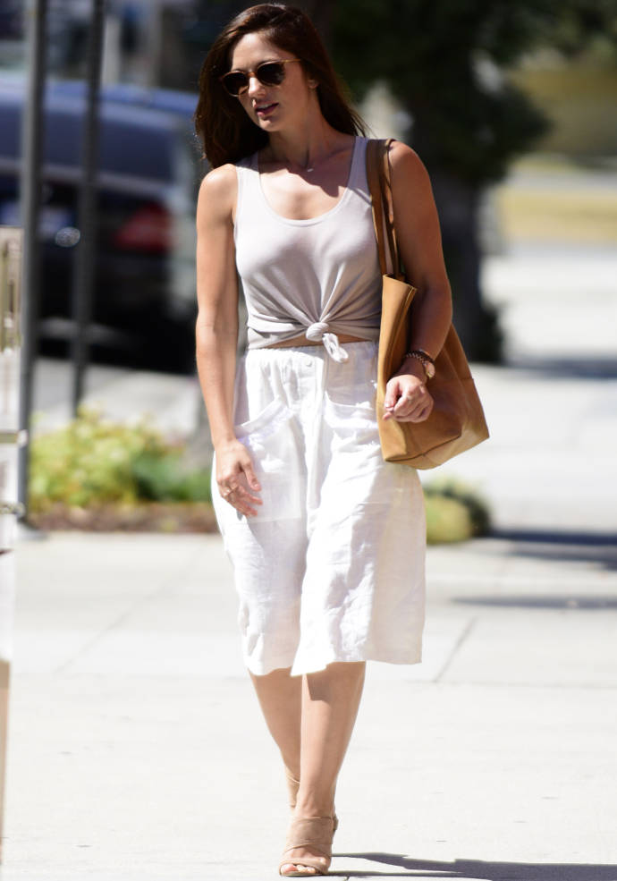 get the look minka kelly 39 s neutral summer style uinterview. Black Bedroom Furniture Sets. Home Design Ideas