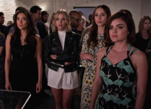 'Pretty Little Liars' Recap: ChArles Crashes Aria's Photo Exhibit, Red Coat Returns