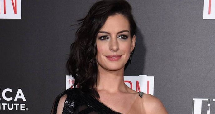 Anne Hathaway Rocks Edgy Look At 'The Intern' Premiere
