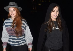 Sophie Turner And Hailee Steinfeld Hold Impromptu Meet And Greet In Hyde Park London