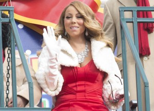 Mariah Carey Waved To The Crowd At The Thanksgiving Day Parade