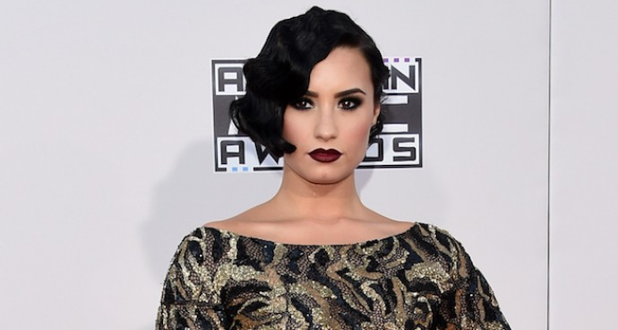 Demi Lovato Goes Glam For The 2015 AMAs