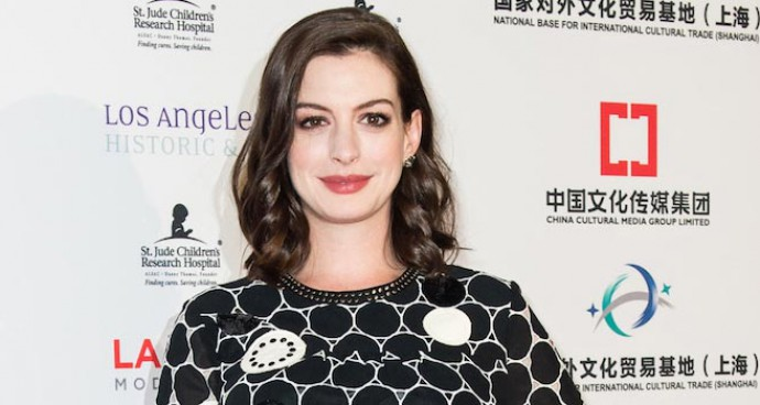 Anne Hathaway Shows Of Her Perfect Pregnancy Style At LA Art Show Party