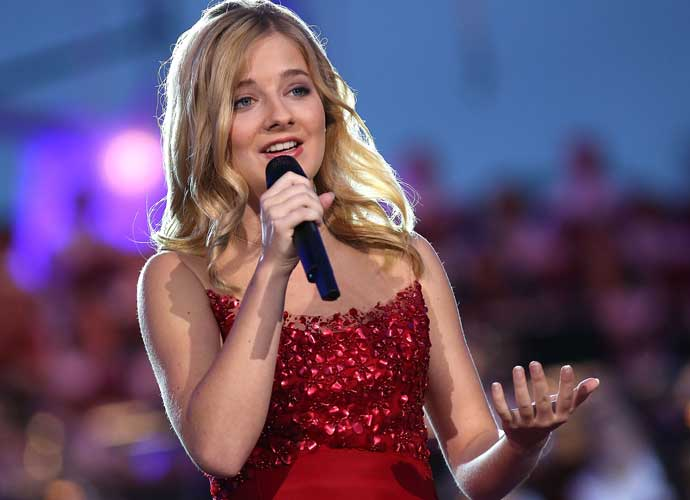Jackie Evancho & Mormon Tabernacle Choir Sing At Trump Inauguration [VIDEO]