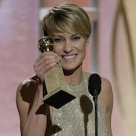 Robin Wright Suffers Wardrobe Malfunction While Accepting Best Actress In TV Series – Drama At the 2014 Golden Globes