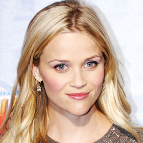 Reese Witherspoon Finds Robert Pattinson 'Very Handsome'