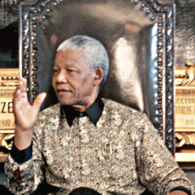 Nelson Mandela Remains Hospitalized, Battling Lung Infection
