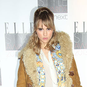 Suki Waterhouse Stars In Sexy Burberry Ad With George Barnett [VIDEO]