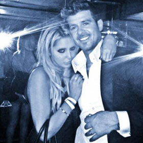 Robin Thicke Caught Groping Female Fan In Photo
