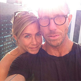 Jennifer Aniston Goes Makeup Free In Instagram Photo