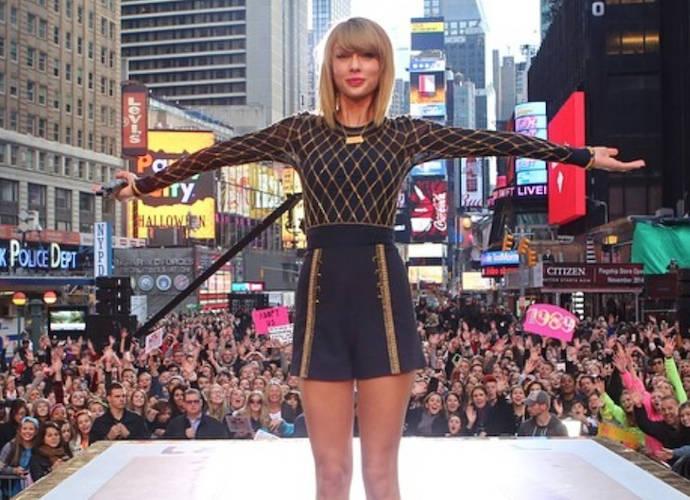 Taylor Swift Gifts Fan Rebekah Bortniker With $1989 To Help Pay Student Loans