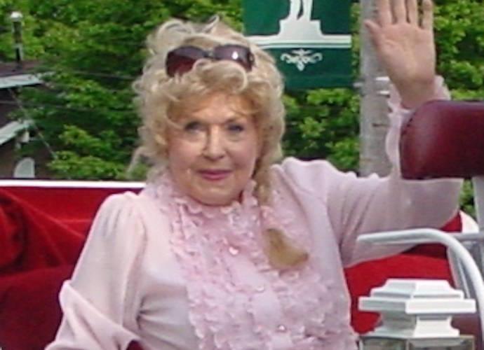 donna douglas beverly hillbillies star dies at 81. Black Bedroom Furniture Sets. Home Design Ideas