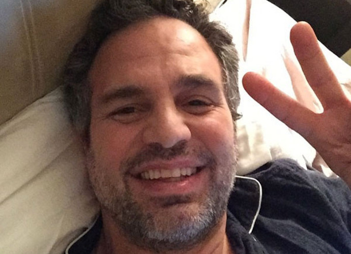 Mark Ruffalo Accepts SAG Award With Selfie From Bed