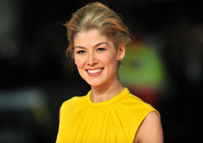 Rosamund Pike Explains Similarities Between Her Characters In 'Gone Girl' & 'I Care A Lot'