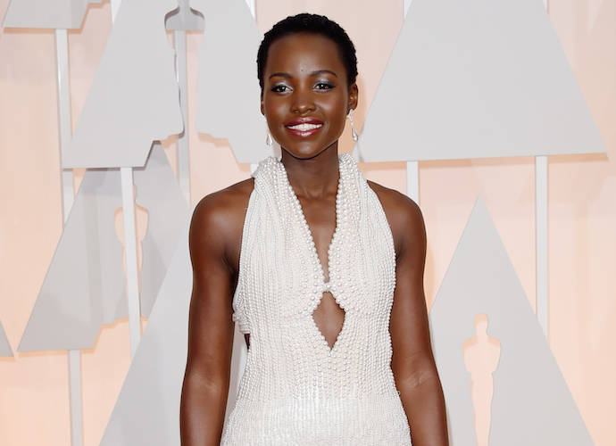 Lupita Nyong'o Dazzled In Over 6,000 Pearls At The 2015 Oscars