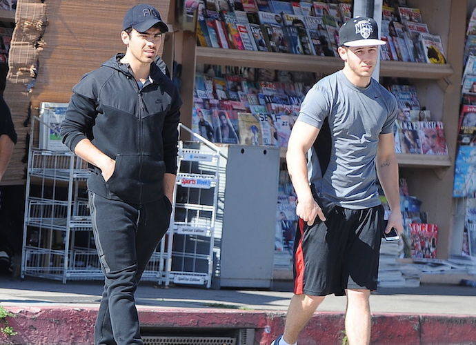 Nick Jonas Grabs Lunch With Brother Joe Jonas