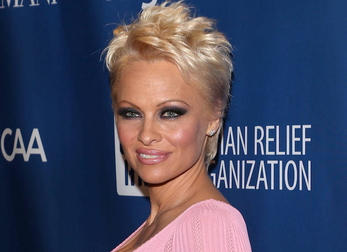 Is Pamela Anderson Dating Julian Assange?