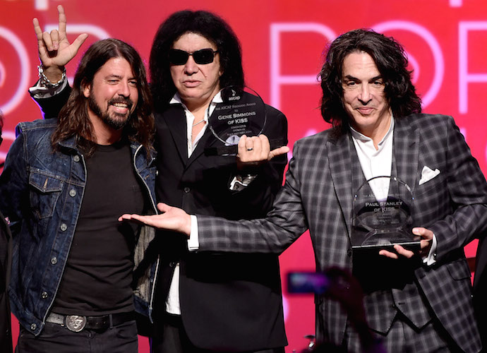 Dave Grohl Presents Award To Gene Simmons & Paul Stanley At ASCAP Pop Music Awards