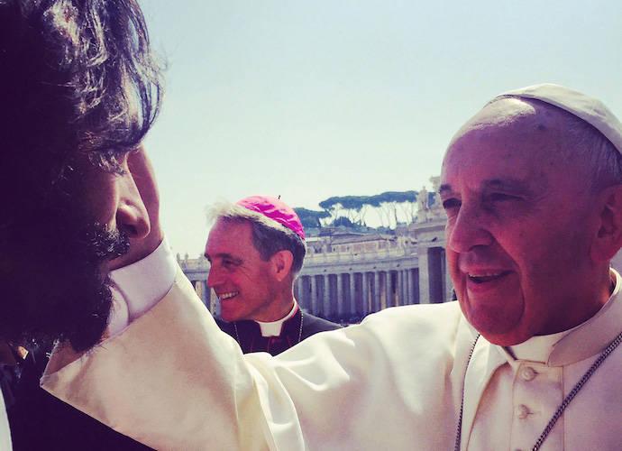 'Ben-Hur' Actors Nazanin Boniadi And Rodrigo Santoro Blessed By Pope At Vatican