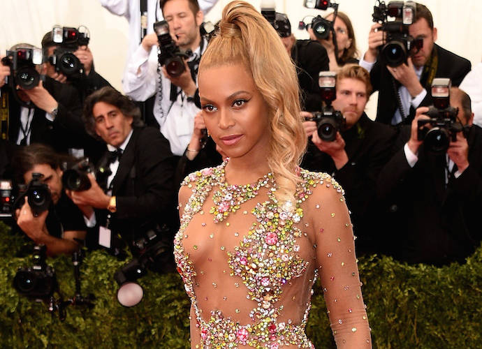 Beyoncé Helps Diana Ross Celebrate Her 75th With Performance of 'Happy Birthday' [VIDEO]