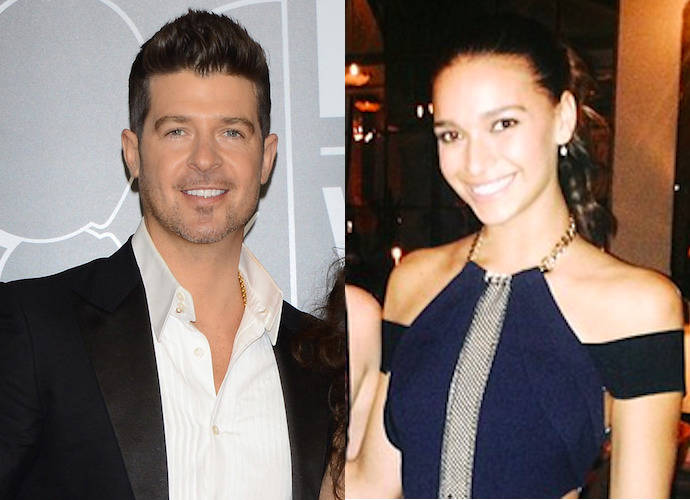 Robin Thicke Makes Out With Girlfriend April Love Geary On Flight, Disrupts Passengers