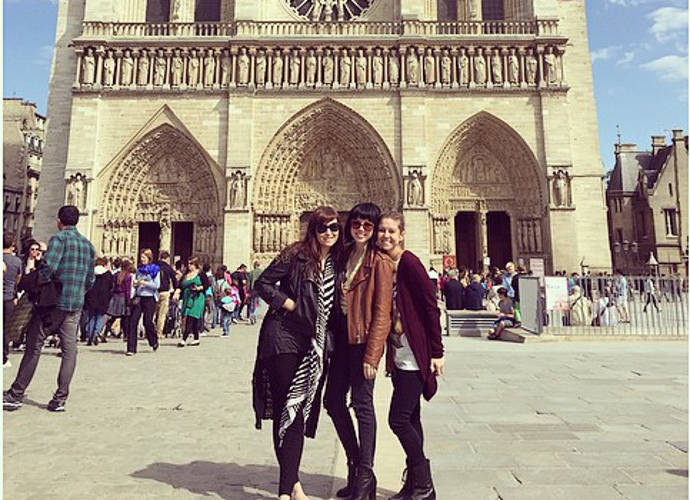 Carly Rae Jepsen Goes Sightseeing In Paris