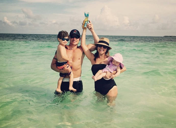 Nick And Vanessa Lachey Take Family Vacation In Bahamas