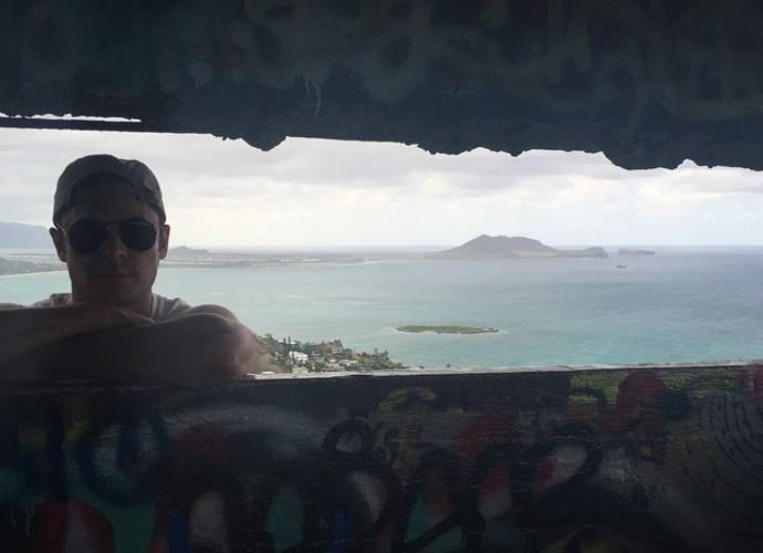 Zac Effron Reunites With Girlfriend Sami Miro In Hawaii