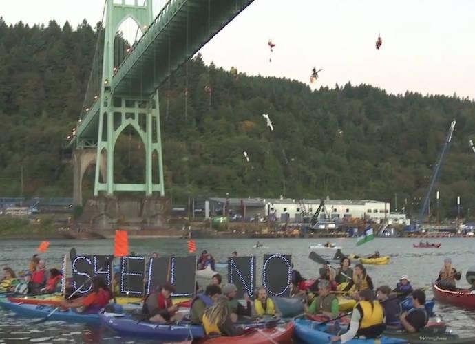 Greenpeace Activists Hang From Portland Bridge To Protest Arctic Drilling #ShellNo