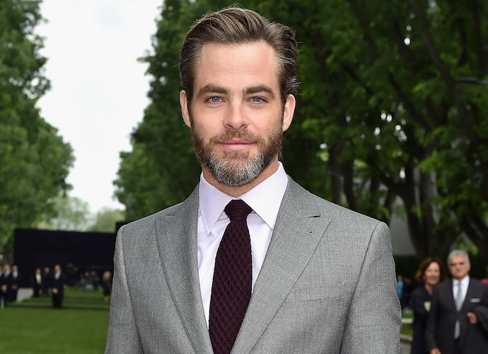Chris Pine Delivers 'Saturday Night Live' Monologue, Spoofs 'Star Trek'