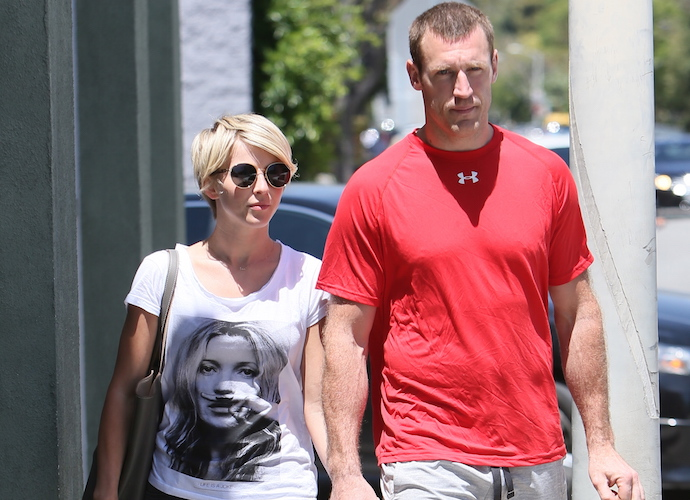 Julianne Hough Engaged To Hockey Player Brooks Laich