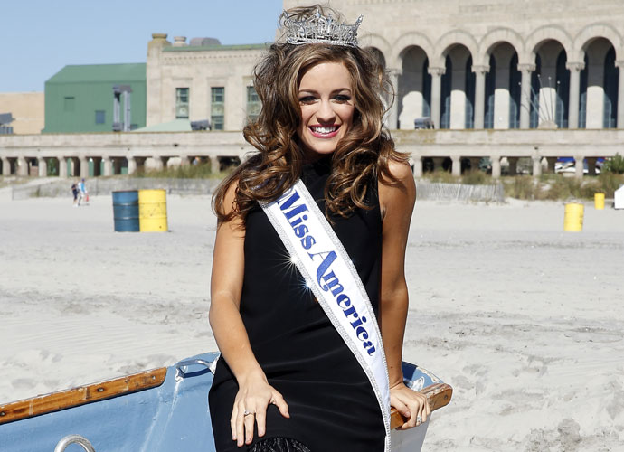 Betty Cantrell, Miss Georgia, Crowned Miss America 2016 After Flubbing Tom Brady Question