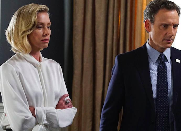 'Scandal' Recap: Fixer Olivia Pope Goes Public With Affair