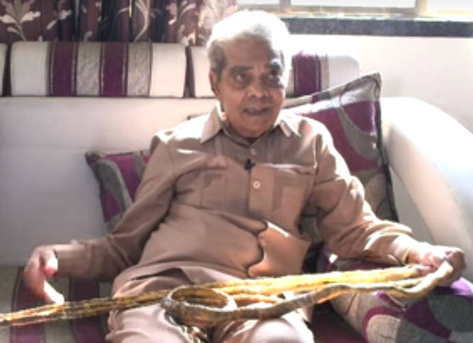 Shridhar Chillal Has World's Largest Fingernails At 30-Feet-Long