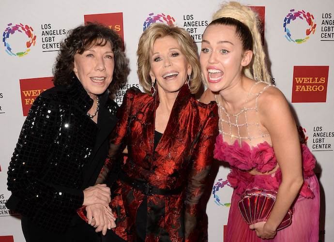 Miley Cyrus Posed With Lily Tomlin And Jane Fonda At Vanguard Awards