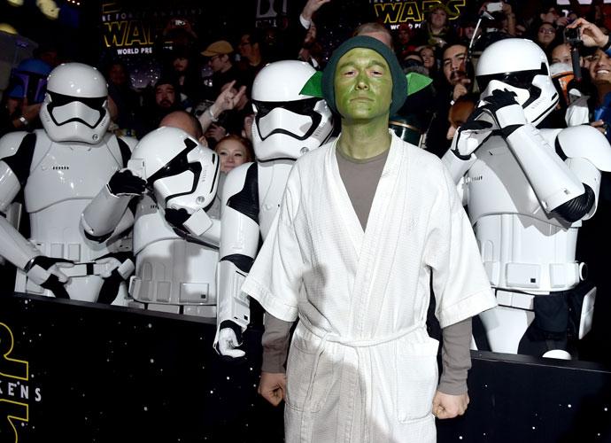 Joseph Gordon-Levitt Donned Hilariously DIY Yoda Costume To 'Star Wars' Premiere