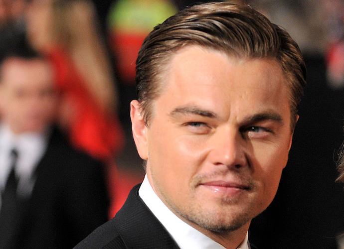 Leonardo Dicaprio Embraces Kate Winslet After First Win For 'Revenant' At 2016 SAG Awards