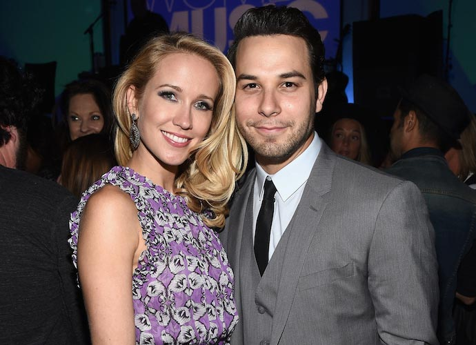 Anna Camp And Sklyer Astin, 'Pitch Perfect' Stars, Announce Engagement