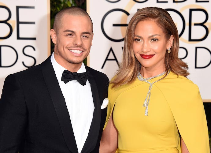 Jennifer Lopez Poses With On-Off Boyfriend Casper Smart At Golden Globes 2016