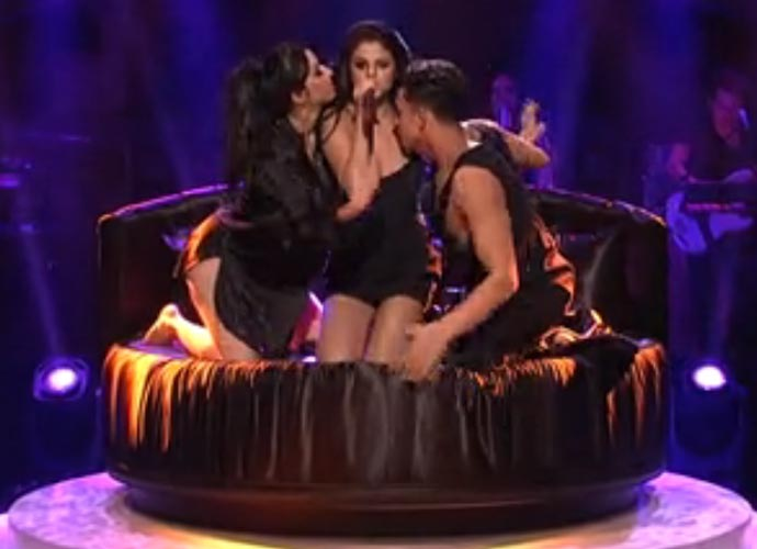 Selena Gomez Teases A Threesome In 'SNL' Performance Of 'Hands To Myself'