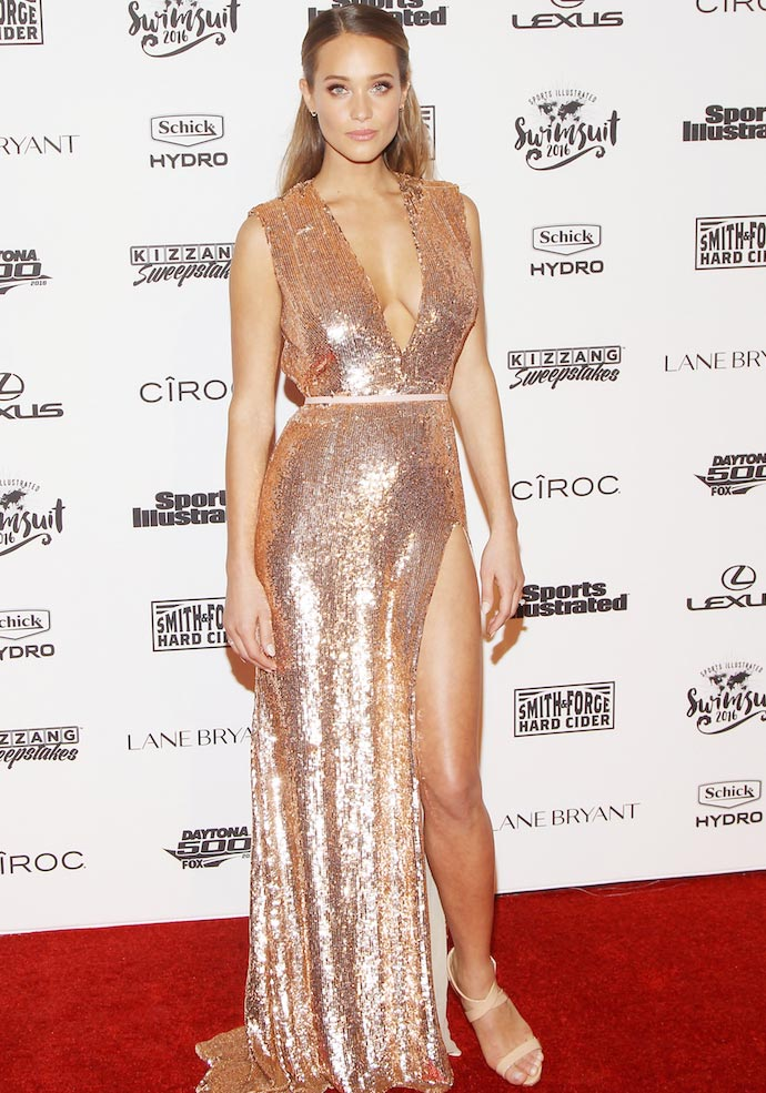 Hannah Davis Goes Gold For 'Sports Illustrated' Event