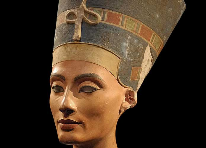 Queen Nefertiti Might Be Buried Alongside King Tut In Secret Chamber