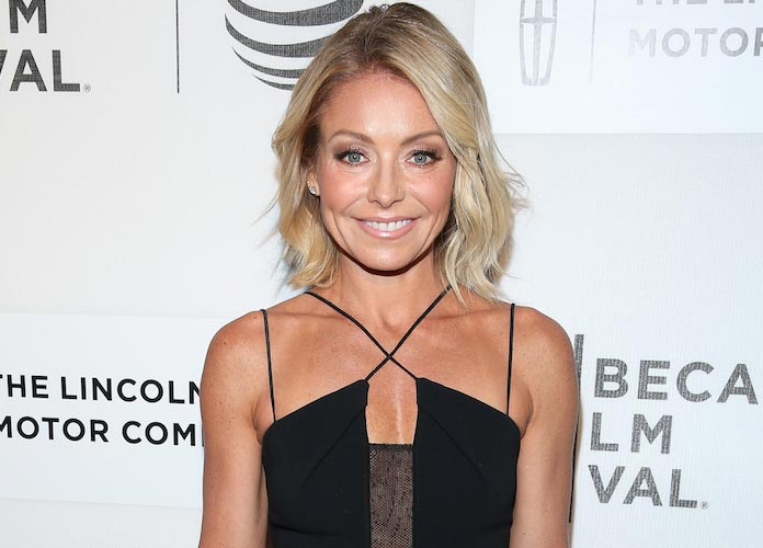 Kelly Ripa Posted Steamy Video Of Mark Consuelos's Abs, But Daughter Lola Doesn't Love It