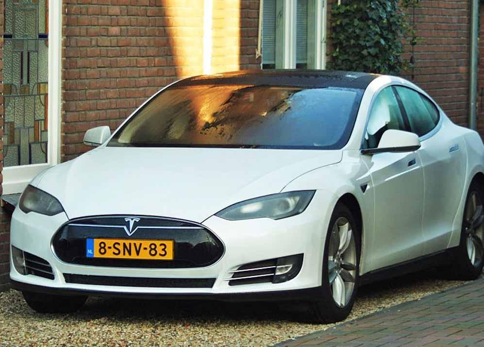 Tesla Model S Car Crash On Autopilot Leads To Federal Investigation
