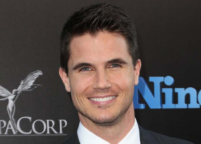 Robbie Amell Bio: In His Own Words – Video Exclusive, News, Photos