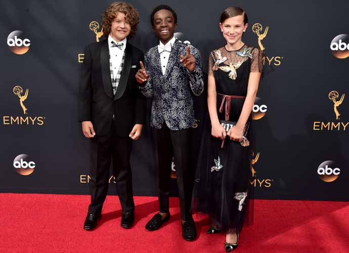 'Stranger Things' Child Stars Sing, Hand Out PB & J Sandwiches At Emmys 2016