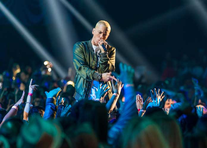 Eminem Says He Uses Tinder & Grindr To Find Dates