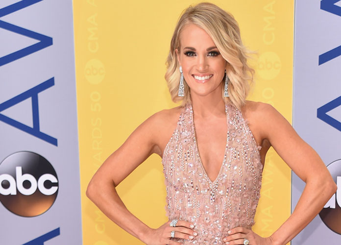Carrie Underwood Skydives In Australia Between Concerts