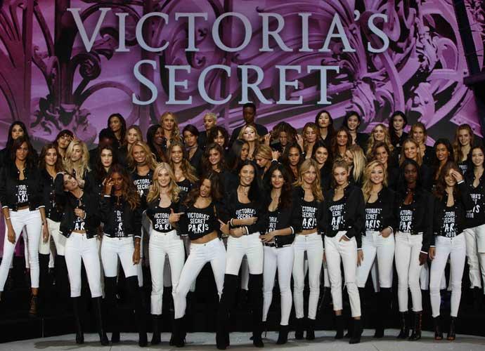 VS Models Get Frisky Before Victoria's Secret 2016 Fashion Show At Paris' Grand Palais